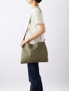 【商品紹介】丈夫な帆布のショルダーバッグ!A4サイズがすっぽり〜
